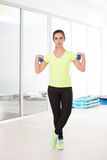 健身房的美丽的运动的妇女 库存照片
