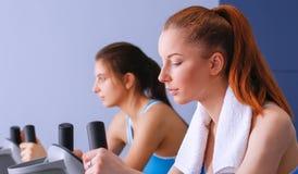健身房的行使在发怒教练员的人 免版税图库摄影