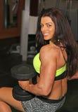 健身房秀丽为锻炼做准备 图库摄影