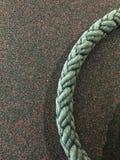健身房绳索有棕色背景 免版税库存图片