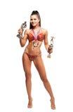 健身有赢取的奖牌的比基尼泳装运动员 免版税库存图片