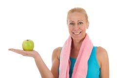 健身的Portrat成熟妇女 免版税库存照片