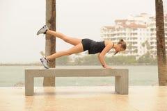健身行程模型舒展 免版税库存照片