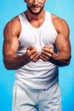 健身讲师查出的白色 免版税库存照片