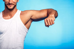 健身讲师查出的白色 免版税图库摄影