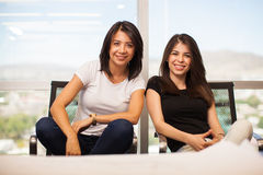 偶然女性商务伙伴 免版税库存照片