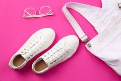 偶然女性鞋子,连衫裤 免版税库存图片