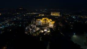 偶象古老上城小山空中夜录影和帕台农神庙在晚上,雅典历史的中心 库存照片