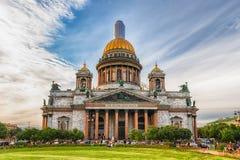 偶象圣徒以撒的大教堂在圣彼德堡,俄罗斯 免版税库存图片