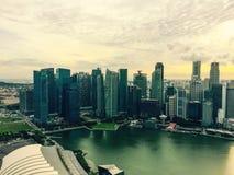 偶象新加坡街市和小游艇船坞海湾视图 图库摄影