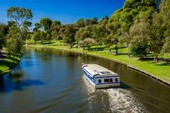 偶象流行音乐眼睛小船在托伦斯河,阿德莱德 免版税图库摄影