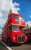 偶象红色双层公共汽车在伦敦 库存照片