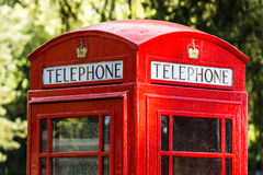 偶象红色电话亭在英国 库存图片