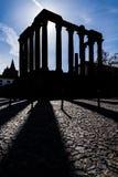 偶象罗马寺庙的剪影致力皇帝崇拜 免版税库存图片