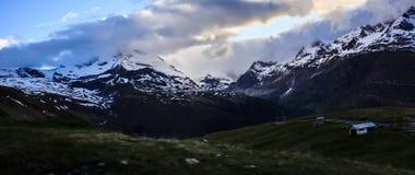 偶象马塔角和积雪覆盖的多山风景在Gornergrat火车站近处,策马特,瑞士,欧洲 库存照片