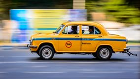 偶象黄色出租汽车在加尔各答加尔各答印度 库存照片