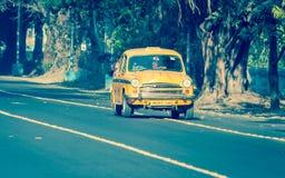 偶象黄色出租汽车在加尔各答加尔各答,西孟加拉邦,印度 库存照片