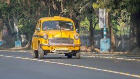 偶象黄色印地安出租汽车在加尔各答加尔各答,西孟加拉邦,印度 库存照片