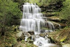 偶象Tupavica瀑布落下的迷离水 库存照片
