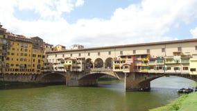 偶象Vecchio桥梁在亚诺河的佛罗伦萨叫Ponte Vecchio -托斯卡纳 股票视频