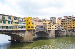 偶象Vecchio桥梁在亚诺河的佛罗伦萨叫Ponte Vecchio 免版税库存图片