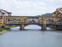 偶象Vecchio桥梁在亚诺河的佛罗伦萨叫Ponte Vecchio 免版税库存照片