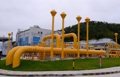 储气和管道在伊赫蒂曼,保加利亚ot 10月 13日2015年 图库摄影