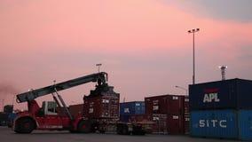 储蓄录影镜头1920x1080加速了装载者容器工业区货物推车台车卡车支架来路不明的飞机移动式摄影车交付