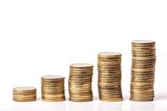 储蓄步在白色背景隔绝的金属硬币 免版税库存照片