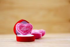 储蓄照片:桃红色心脏形状坐垫  免版税库存图片
