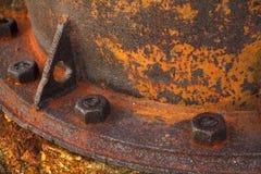 储蓄照片-在铁水阀门的老生锈的金属坚果 库存照片