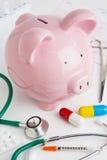 储蓄银行以说明健康的医疗设备Insuran 库存照片
