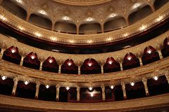 傲德萨歌剧剧院的霍尔 免版税库存照片