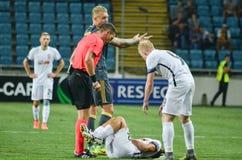 傲德萨,乌克兰- 2016年9月15日:受伤的足球运动员ly 库存图片