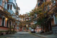 傲德萨,乌克兰- 2017年10月15日:老典型的苏联庭院 图库摄影