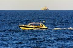 傲德萨,乌克兰- 2018年8月08日 步行的船在公海 库存照片