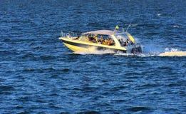 傲德萨,乌克兰- 2018年8月08日 步行的船在公海 免版税库存照片