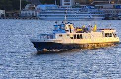 傲德萨,乌克兰- 2018年8月08日 步行的船在公海 免版税库存图片