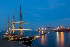 傲德萨,乌克兰2016 8月16日,意大利海军船,在口岸的Palinuro 免版税图库摄影