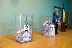 傲德萨,乌克兰- 2015年10月25日:投票的表决的投票箱 免版税库存图片