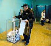 傲德萨,乌克兰- 2015年10月25日:投票vo的人的地方 图库摄影