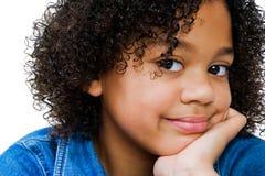 傻笑非洲裔美国人的女孩 免版税库存图片