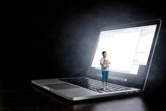 儿童互联网瘾的问题 混合画法 图库摄影