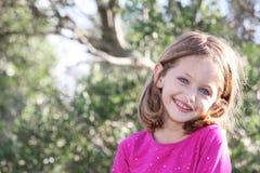 儿童俏丽微笑 免版税库存图片