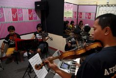 儿童关心印度尼西亚 免版税库存照片