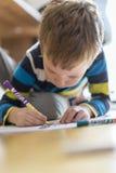 儿童凹道在地板上的一张图画 图库摄影