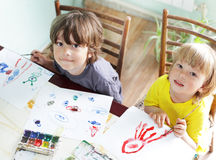 儿童凹道在家 免版税库存图片