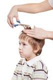 儿童剪切头发 免版税图库摄影