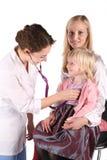 儿童医生母亲 免版税库存图片