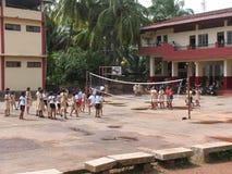 儿童印第安人学校排球 免版税库存照片
